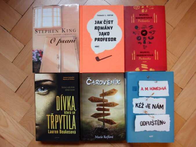 Knihy do soutěže.